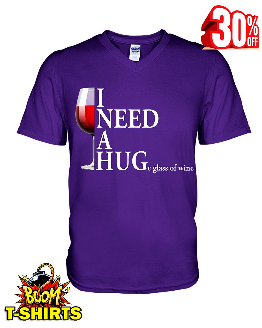 I NEED A HUGe glass ò wine v-neck t-shirt